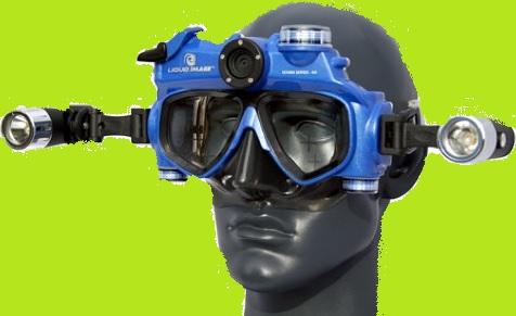 Maskenmann mit grünem Hintergrund