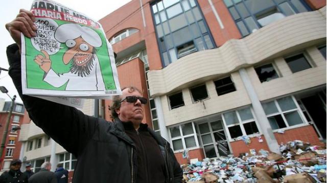 De-Rothschild-s-drukken-Charlie-Hebdo-Wij-twijfelden-of-we-krant-moeten-uitgeven_img700