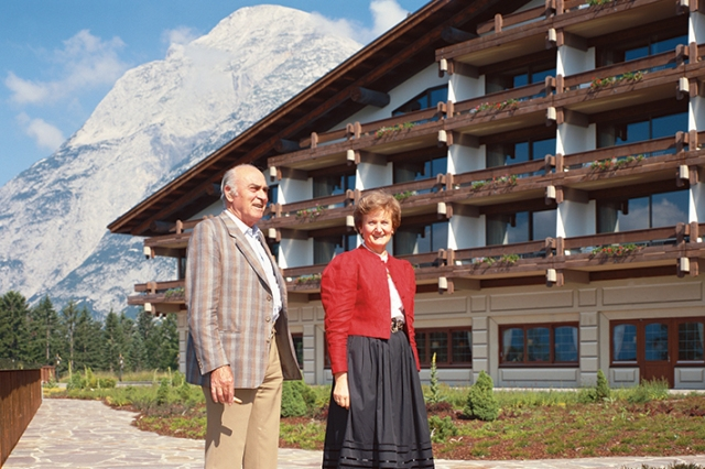 hans-liebherr-and-hotel-director-interalpen-hotel-1985