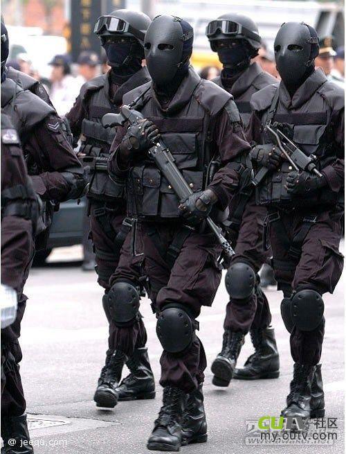 LiveLeak-dot-com-282_1384359099-taiwanriotpolice6.jpg.resized