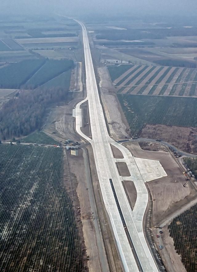 Autobahn_Notlandeplatz_A29_Ahlhorn_DoD_DF-ST-85-05075