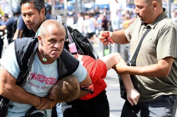 russische_und_englischefussballanhaengergeratenandereminfrankrei