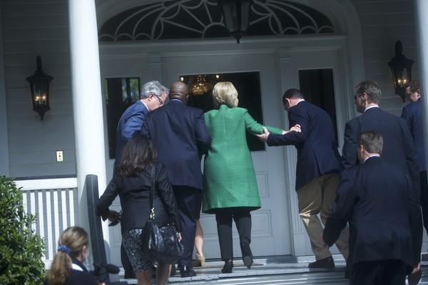 Hillary+Clinton+Campaigns+South+Carolina+Ahead+8-PUHF-CG7Fl